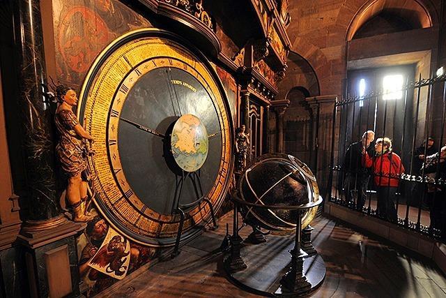 Weg mit Staub und Würmern: Astronomische Uhr ist restauriert