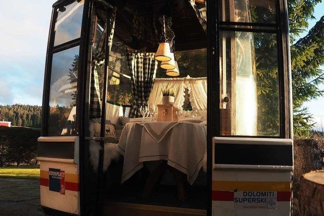 Hotelier baut alte Skigondel zum Mini-Restaurant um