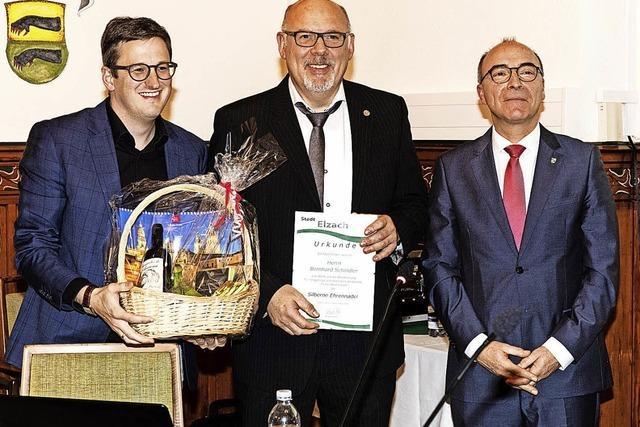 Stadt Elzach ehrt Bernhard Schindler