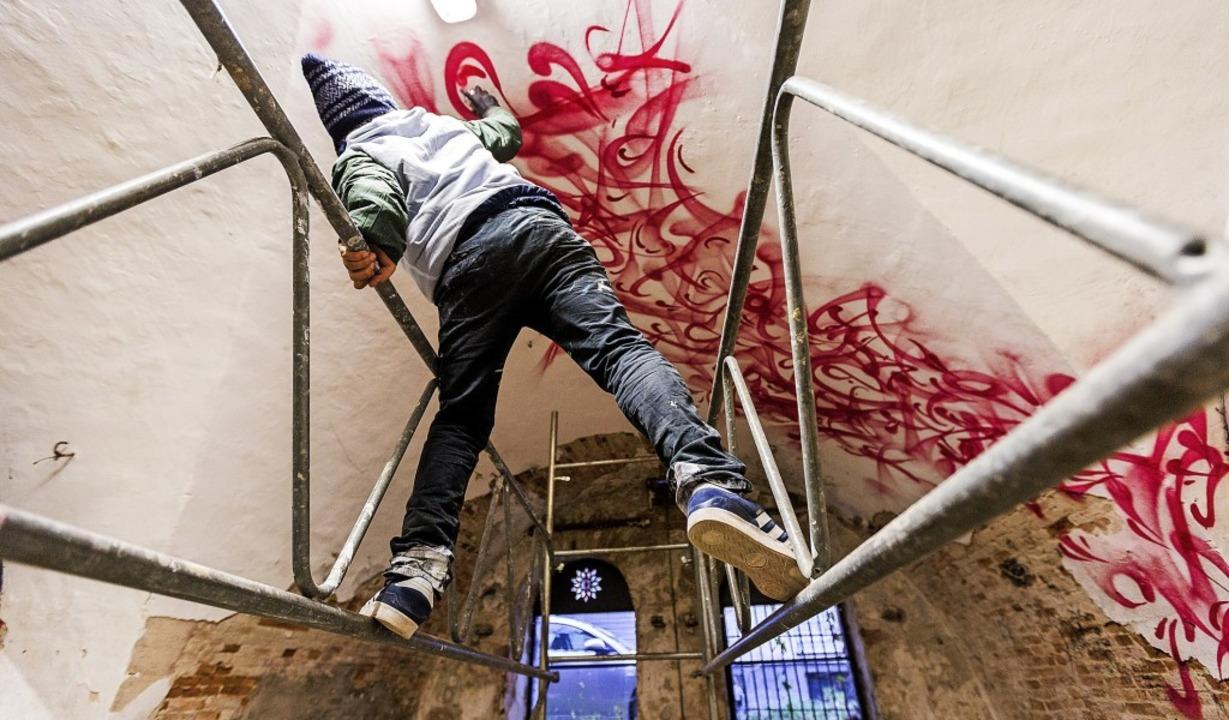 Rafael Sliks – Sprayer zeigen ih...– bei der Arbeit im Mausa Vauban  | Foto: Carlotta Huber