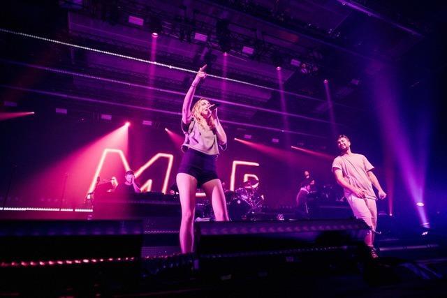 Auf der Bühne mit Marteria: Sängerin Madeleine Rauch kommt aus Freiburg