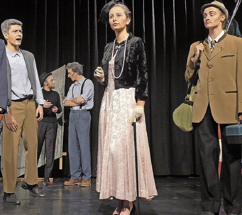 """Die Theater AG des Faust-Gymnasiums St...8222;Der Besuch der alten Dame"""".    Foto: Ute Wehrle"""