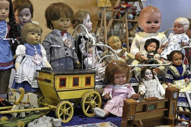 Bei der Spielzeugbörse auf der Messe wurde an vielen Ständen um Sammlerstücke gefeilscht