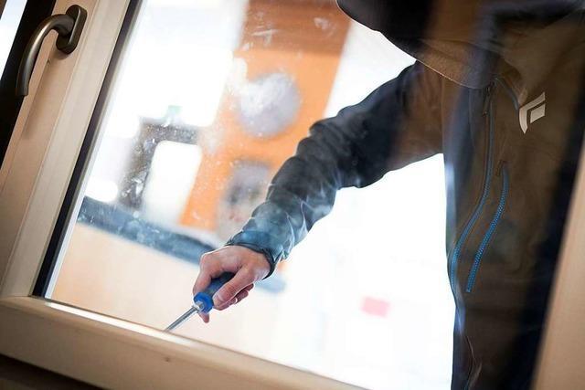 Einbrecher hebeln Balkon- und Terrassentüren auf