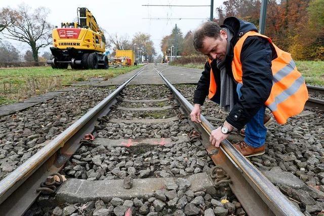Ungewöhnliche Gleis-Reparatur für die Linie 2 – von links nach rechts