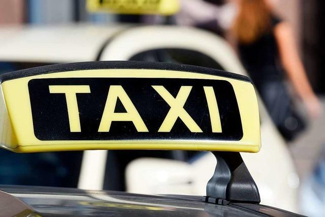 Männer überfallen Taxifahrer nach Fahrt von Freiburg nach Kürzell