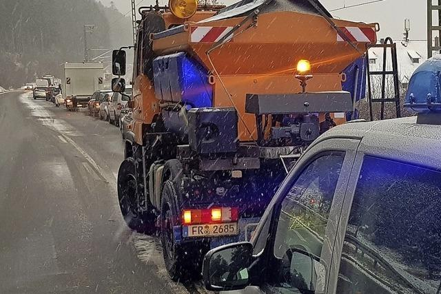 Schnee und Eis sorgen im Hochschwarzwald für Verkehrsbehinderungen