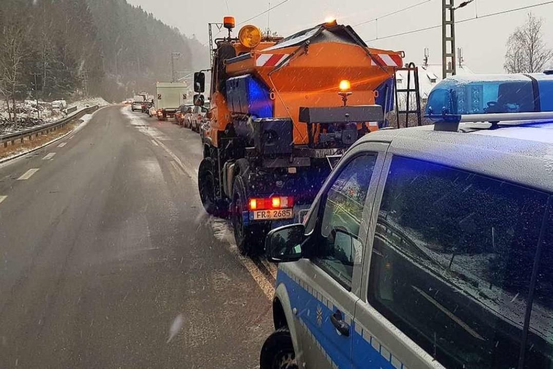 Das Streufahrzeug wartet auf seinen Einsatz,  | Foto: Kamera 24