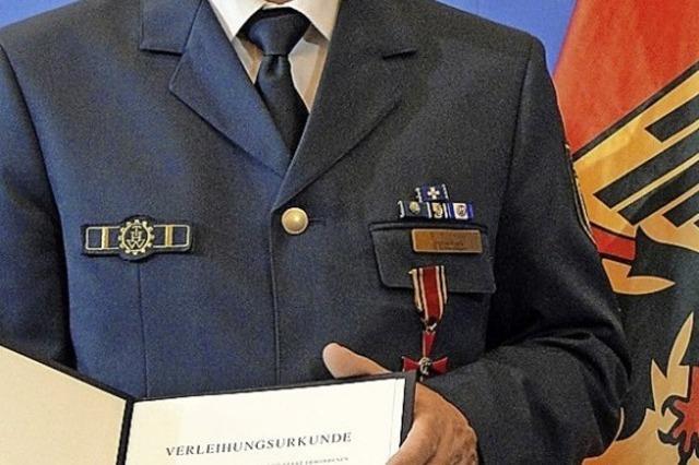 Verdienstkreuz für Bernd Schmidt