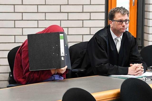 Schwimmlehrer muss nach Missbrauch für 12 Jahre in Haft