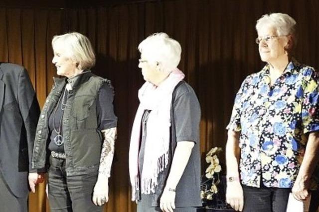 Fatales Seniorentheater begeistert mit Brecht-Stück