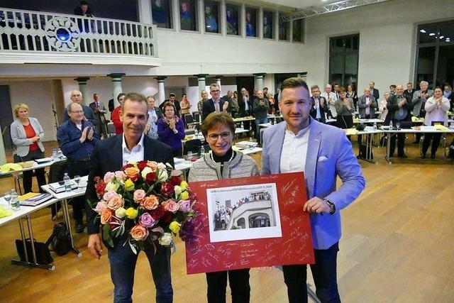 Gemeinderat sagt Edith Schreiner mit Blumen und Anekdoten Servus
