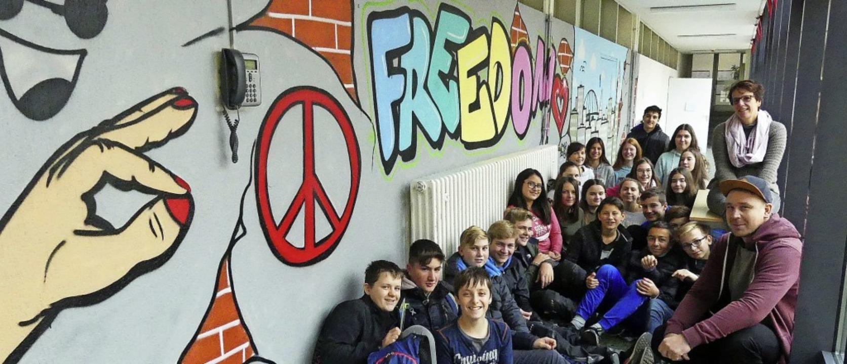 Graffitikunst schufen die Achtklässler...der Endinger Stefan-Zweig-Realschule.     Foto: Privat