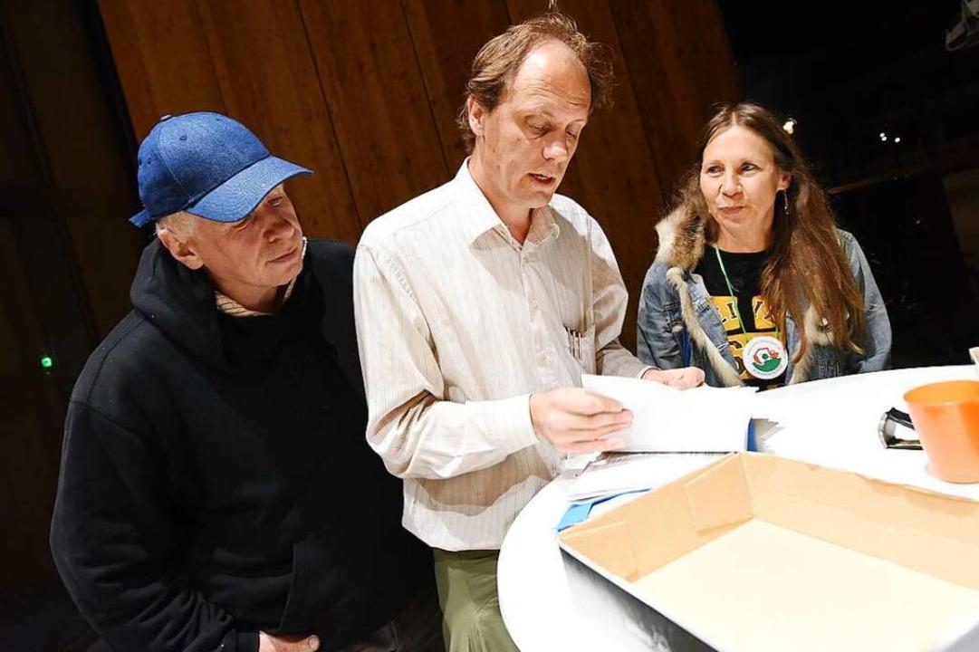 Die Initiative Rettet Dietenbach samme...tag Unterschriften bis um Mitternacht.  | Foto: Rita Eggstein