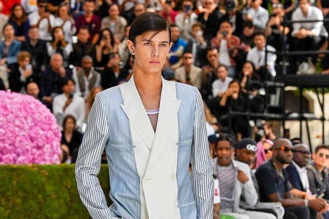 Prinz Nikolai modelt lieber, statt dem Militär zu dienen
