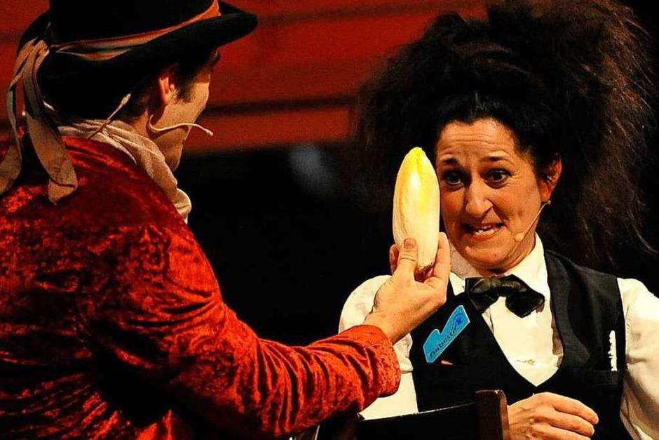 Eine der Spezialitäten des Bohrerhofs ist der für die Dinnershow namensgebende Chicorée. Klar, dass das Lebensmittel, das als Salat und Gemüse Verwendung findet, auch auf der Bühne eine Rolle spielte. (Foto: Hans-Peter Müller)