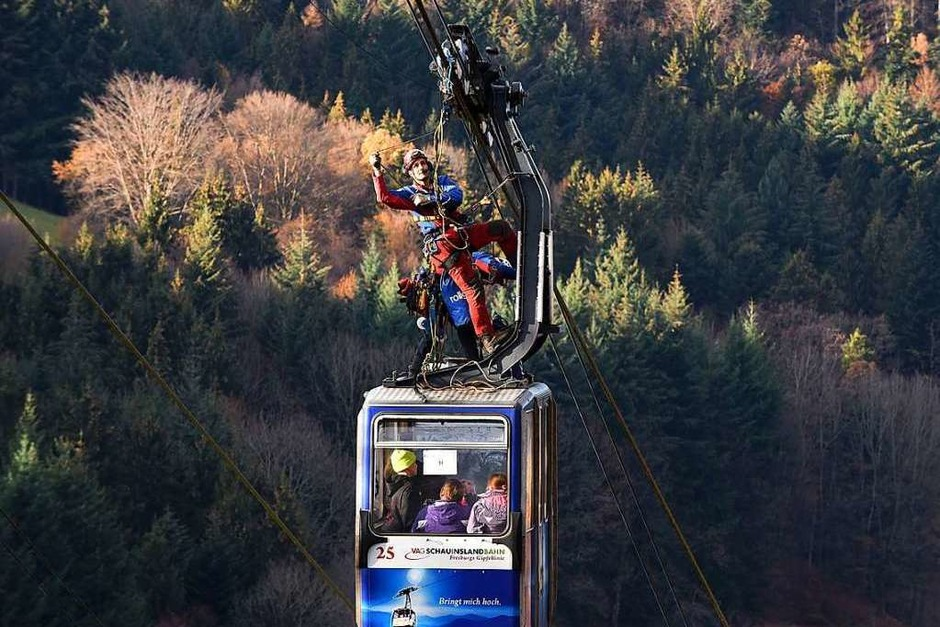 Übung der Bergwacht zur Personenrettung aus der Gondel (Foto: Rita Eggstein)