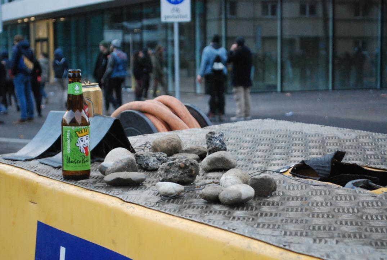 Reste der Straßenschlacht an der Ecke Rosentalstraße/Mattenstraße  | Foto: Thomas Loisl Mink
