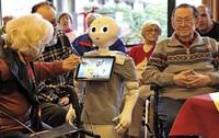 Ein Roboter im Pflegeheim