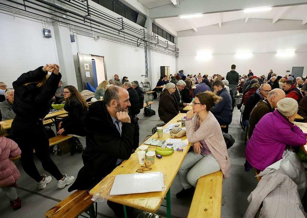 Wegen eines Bombenfunds in Köln-Poll m... 10000 Menschen ihre Häuser verlassen.    Foto: dpa