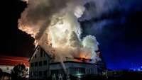 Dachstuhl in Flammen – Bellender Hund weckt Familie