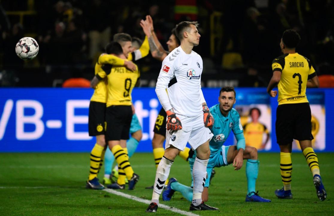 Bediente Freiburger: Während Dortmund ...e Heimreise mit null Punkten antreten.  | Foto: dpa
