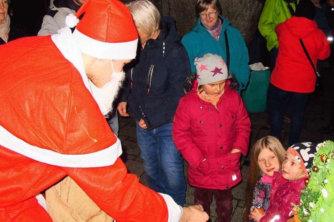 Der Weihnachtsmarkt in Efringen-Kirchen war sehr gut besucht.  | Foto: Jutta Schütz