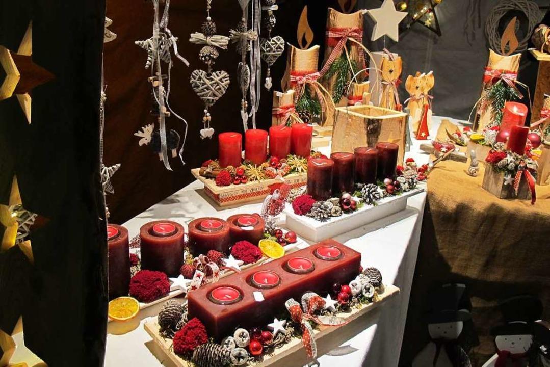 Weihnachtsmarkt in Efringen-Kirchen - ... eine Auswahl interessanter Geschenke.  | Foto: Jutta Schütz