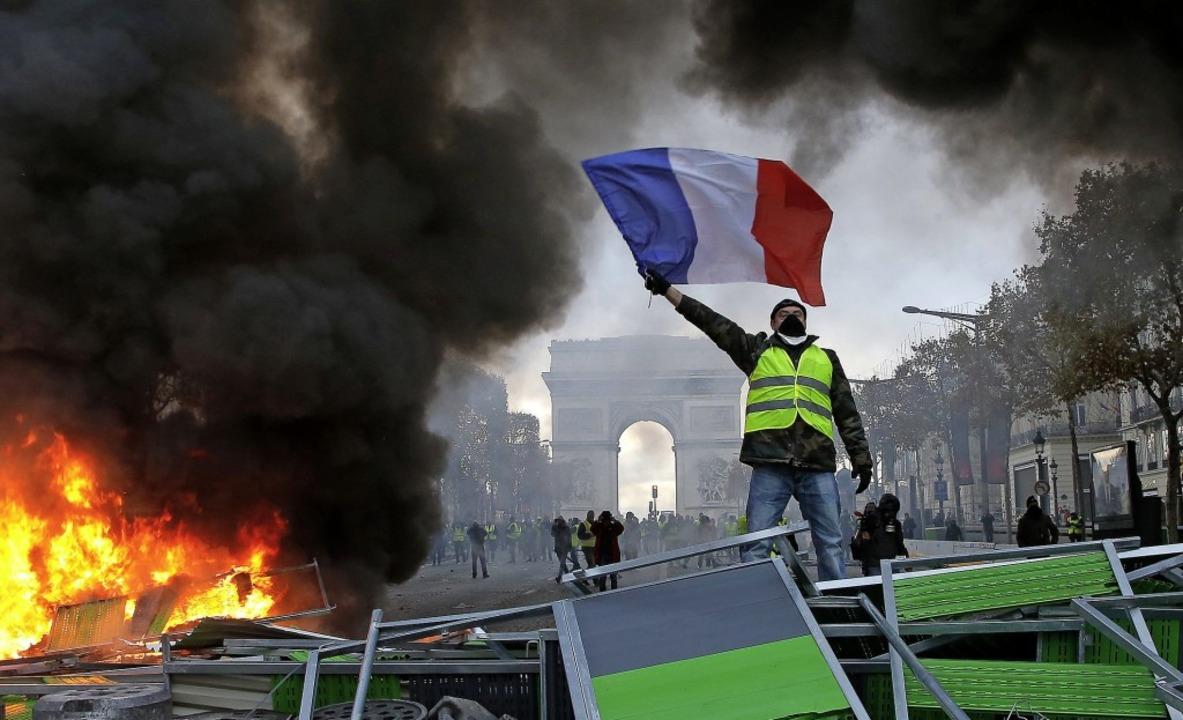 Seit Wochen protestieren in Frankreich...egen die Steuerpolitik der Regierung.   | Foto: DPA
