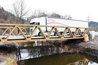 Die Behelfsbrücke auf der B 317 bei Maulburg sorgt für viel Ärger