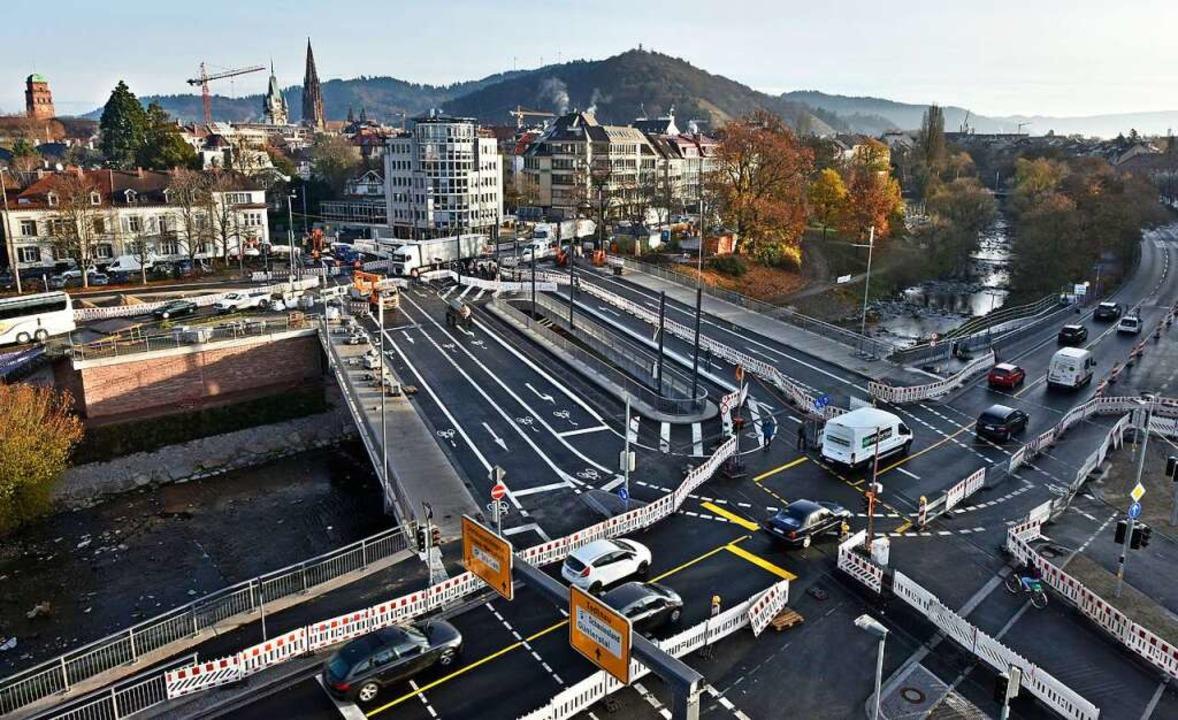 Ab dem 12. Dezember ist die Kronenbrüc...rkehrsteilnehmer begeh- und befahrbar.    Foto: Michael Bamberger