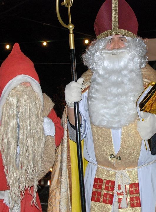 Besuchen  gemeinsam die Weihnachtsmärk...und  Knecht Ruprecht Benjamin Matthiß.    Foto: Louis Groß