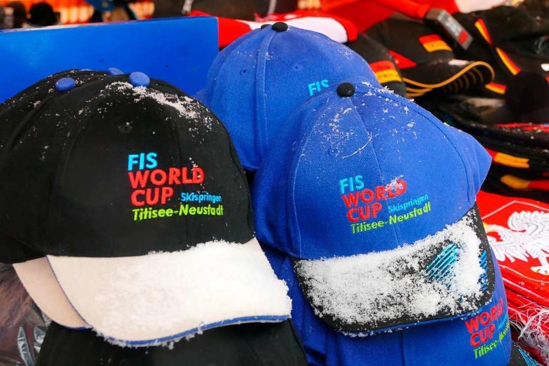 Die Weltcup-Fanmützen können auch nächstes Jahr wieder verkauft werden.  | Foto: Tanja Bury