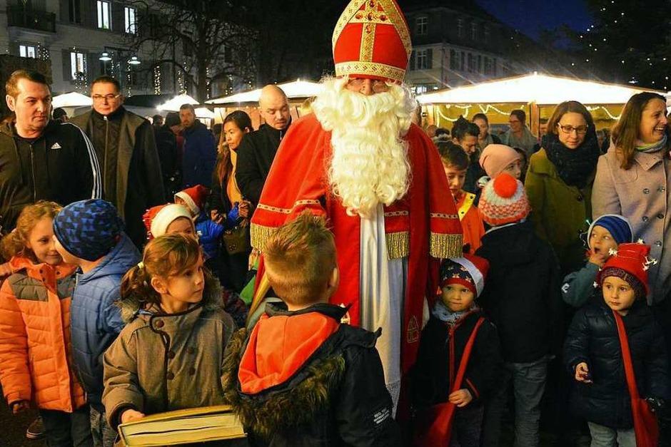 Impressionen vom Lörracher Weihnachtsmarkt (Foto: Barbara Ruda)