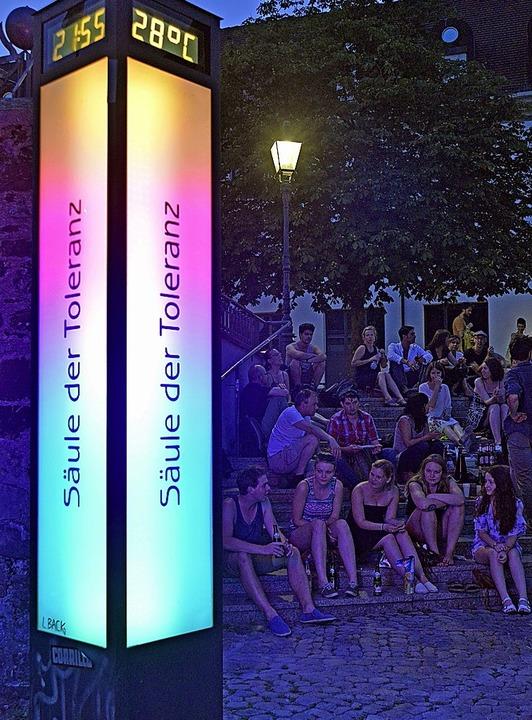 Gut gemeint, aber ohne Wirkung: Säule der Toleranz auf dem Augustinerplatz   | Foto: Archivfoto: M. Bamberger