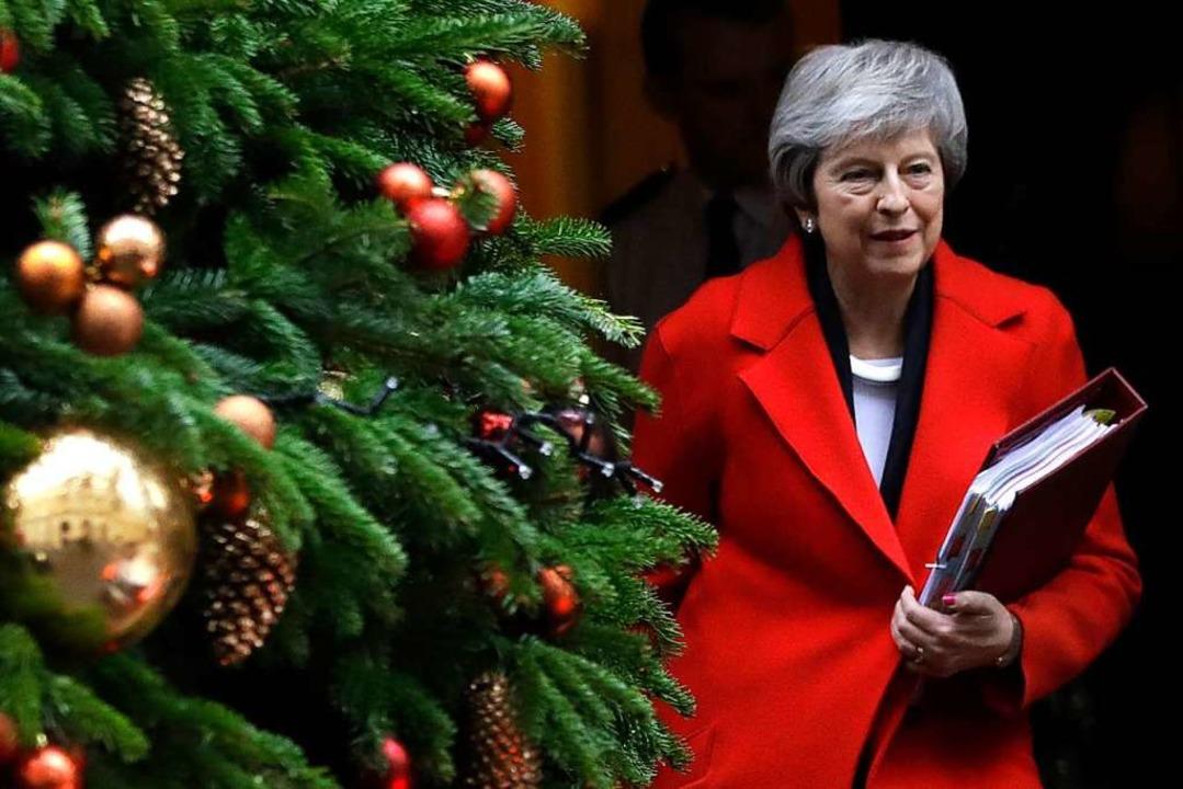 So besinnlich wie in Downing Street ge...ür Theresa May im Parlament nicht zu.   | Foto: DPA