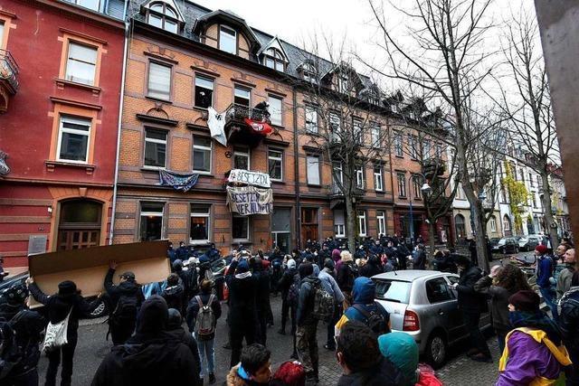 Polizei räumt besetztes Haus in der Guntramstraße 44