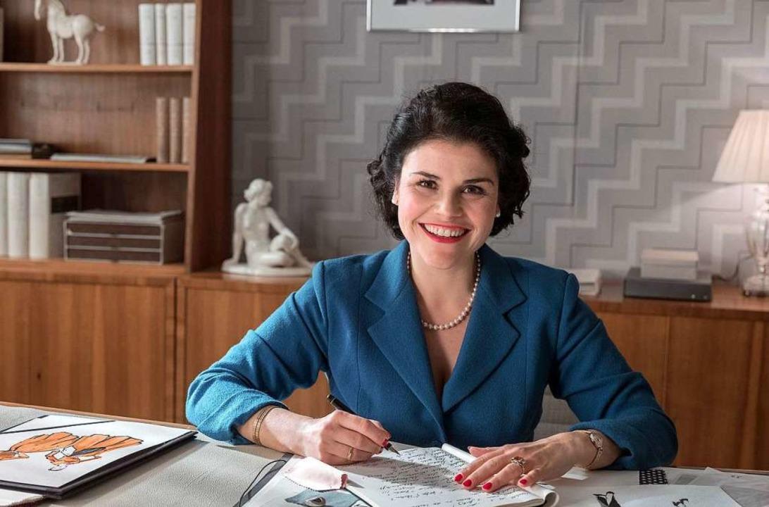 Katharina Wackernagel als Verlegerin Aenne Burda in ihrem Büro in Offenburg  | Foto: obs