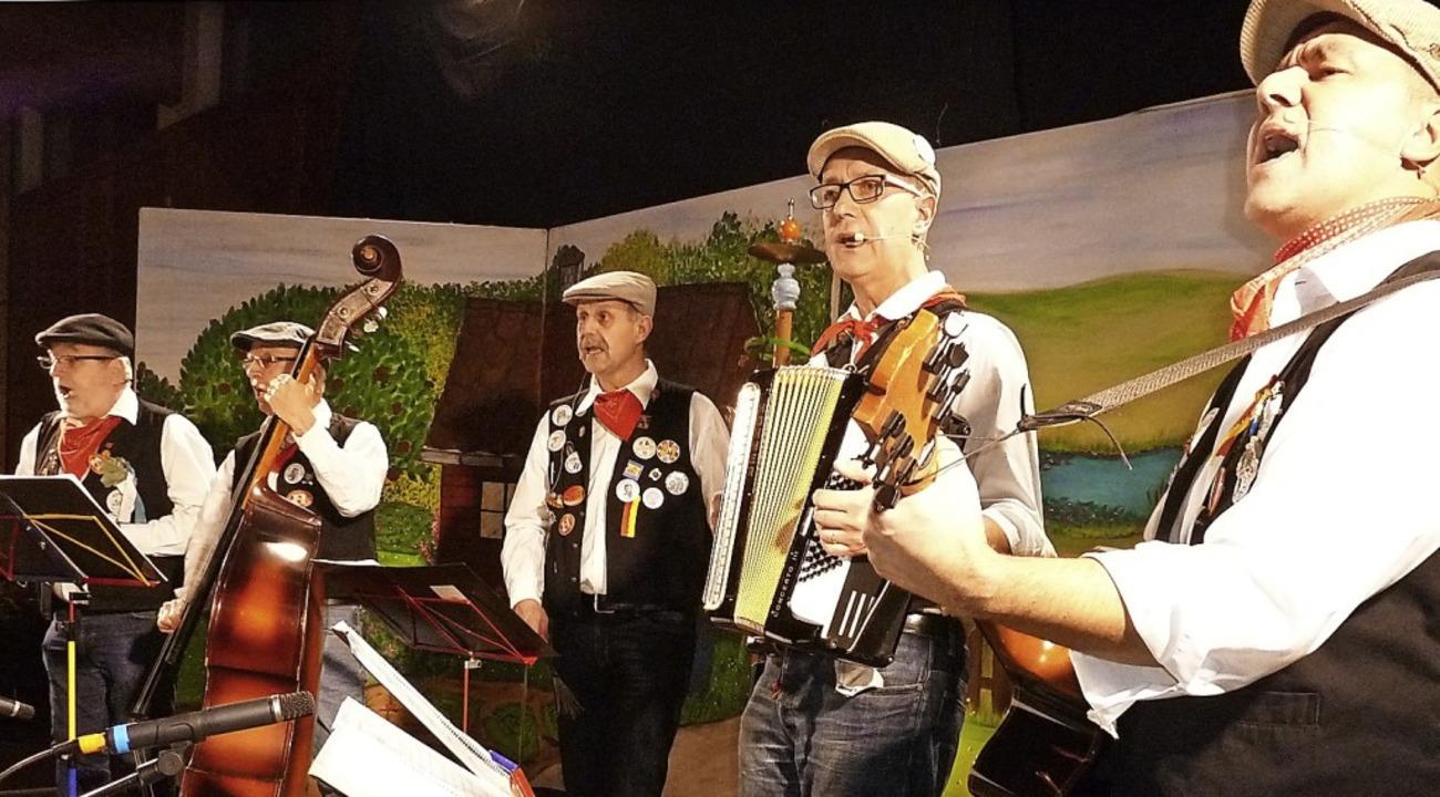 D'Ufezofer, Gäste aus Hubertshofen, zeigten ihr Können.  | Foto: Heidrun Simoneit