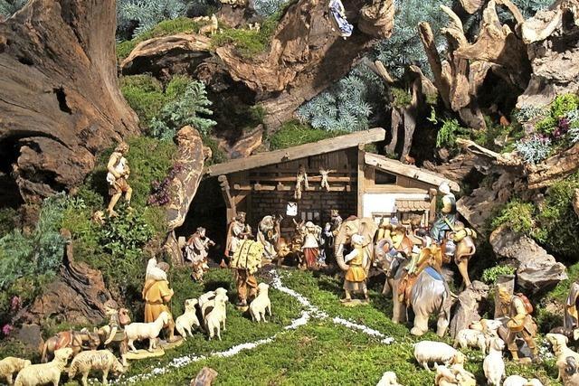 Besucher kommen in Scharen ins Dorf