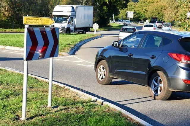 Unfall im Kreisel Steinen bremst Berufsverkehr aus