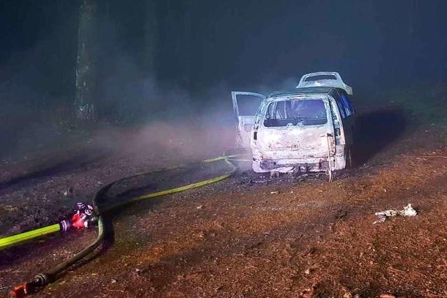 Auto brennt am Kandel – ein Schwerverletzter