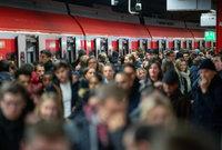 Massiver Warnstreik bei der Bahn bremst Pendler im Südwesten aus