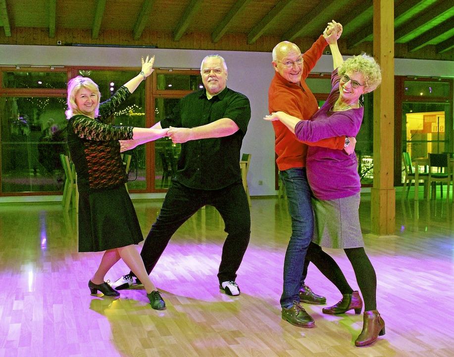 Silvia und Andrew Hug (links) tanzen L...itt am Samstag etwas ganz Besonderes.   | Foto: Sophia Kaiser