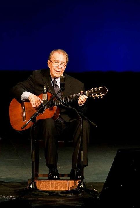João Gilberto 2008 bei einem seiner se...entlichen Auftritte in Rio de Janeiro.  | Foto: ARI VERSIANI