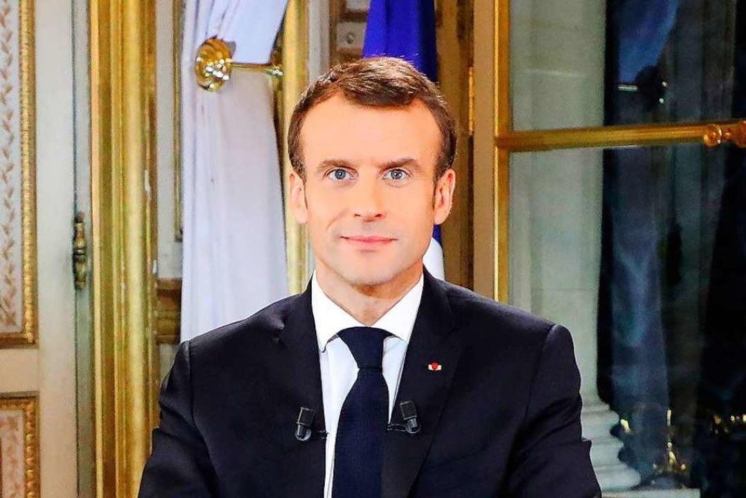 Der französische Präsident Emmanuel Macron  vor seiner Fernsehansprache.    Foto: dpa