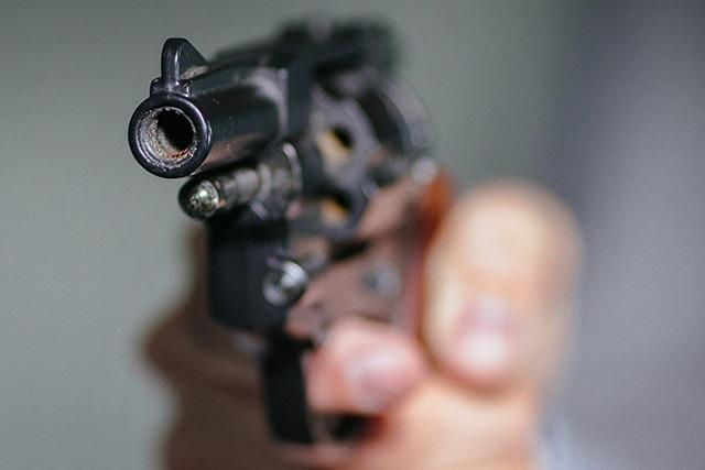 Unbekannter überfällt Tabakgeschäft und feuert Schuss ab