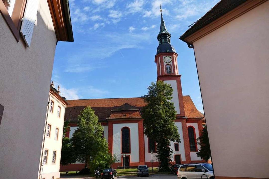 In dieser Kirche warfen Jugendliche Ke... welche auf dem benachbarten Schulhof.  | Foto: Sylvia Sredniawa