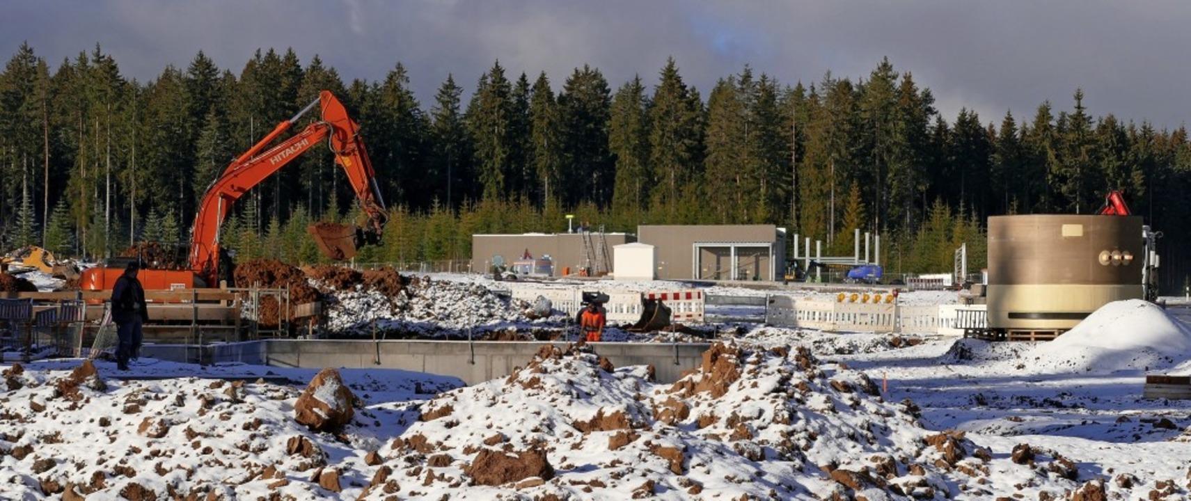 Auch nach dem leichten Schneefall wird...nlage bei Rötenbach weitergearbeitet.   | Foto: Martin Wunderle