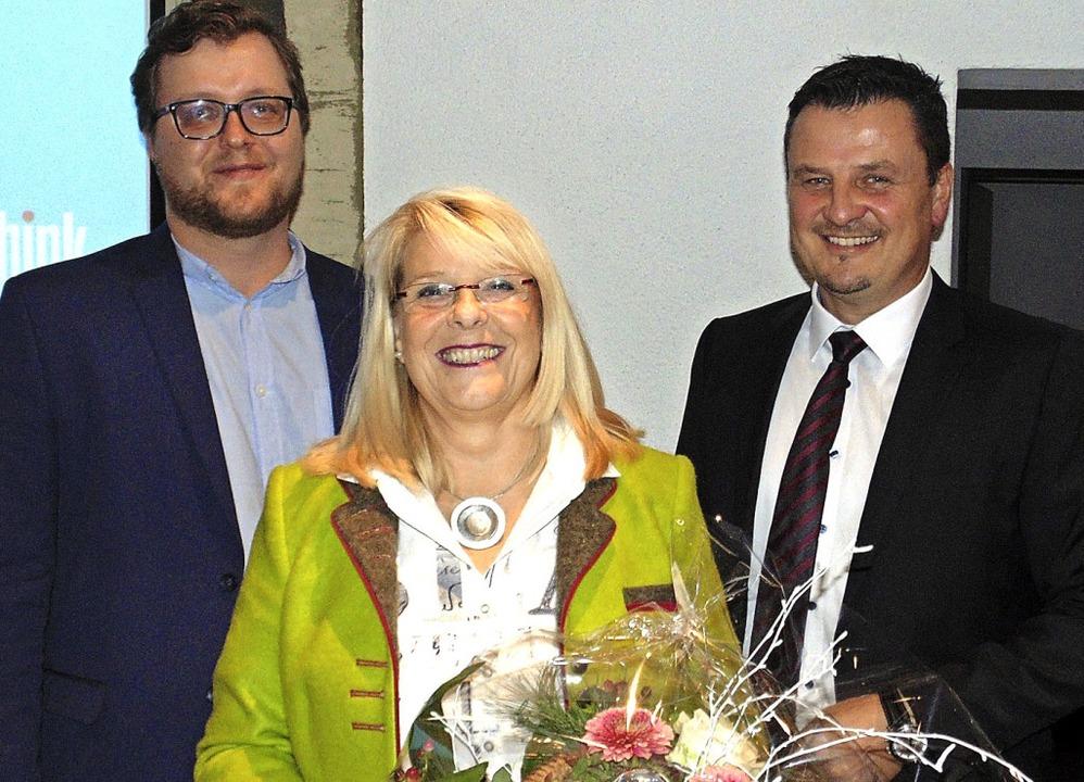 Bürgermeister Adrian Schmidle (rechts)...flichtete Nachfolger Mario Steinberg.   | Foto: Gottstein